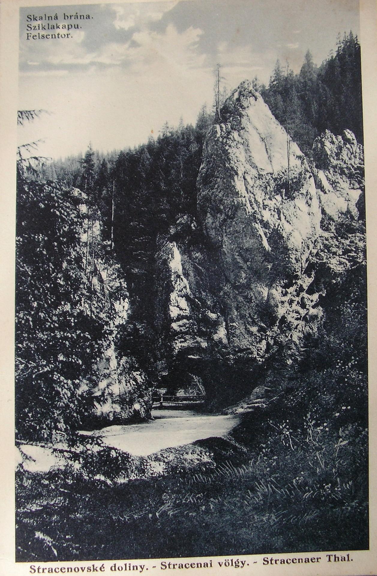 Stratenská brána z roku 1927 - dobová pohľadnica.