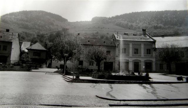 Námestie ešte bez budovy banky rok 1963