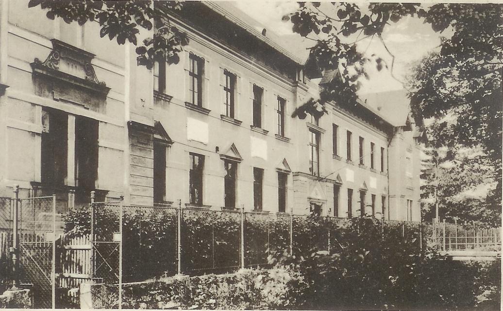 Budova Gymnázia v Dobšinej, pred tým JSŠ a SVŠ
