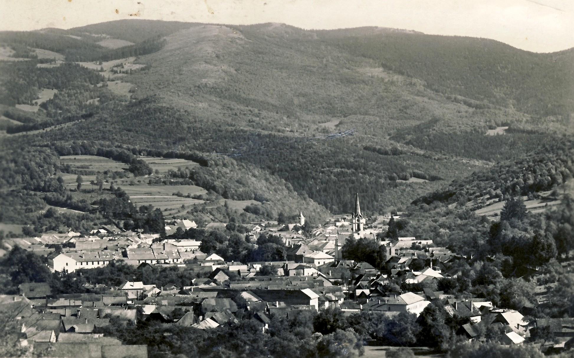 Dobsina - dobová pohladnica Dobšinej asi z roku 1950