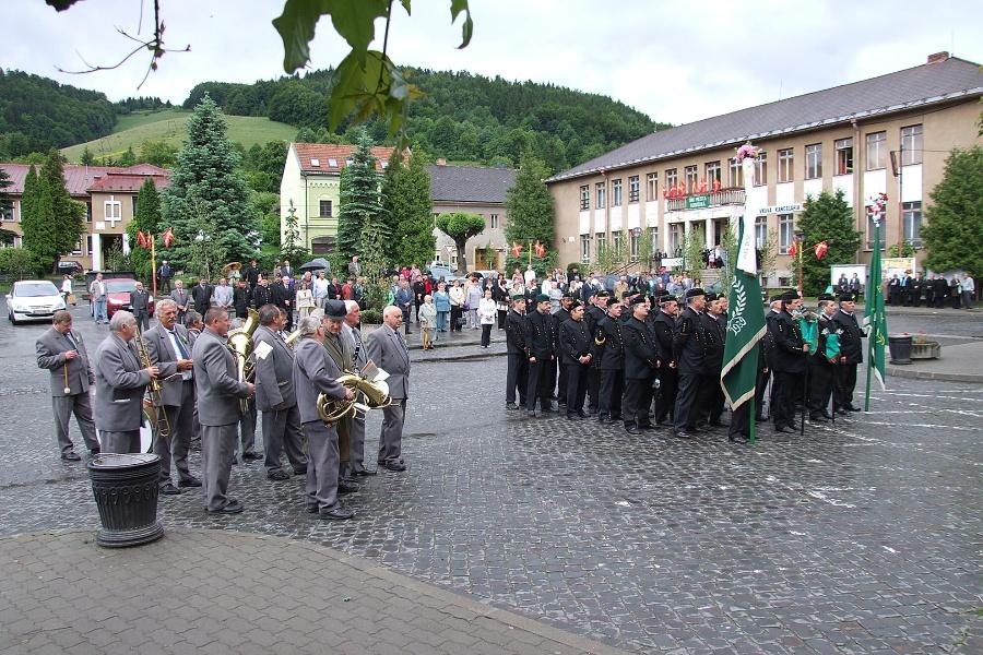 Turice 30.5.2009 od Vlada Václavíka. V pozadí kultúrny dom.