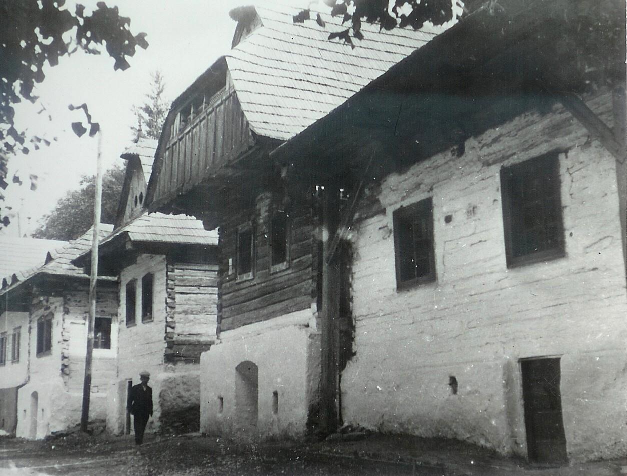 Dobšiná domy pri ev kostole okolo roku 1950